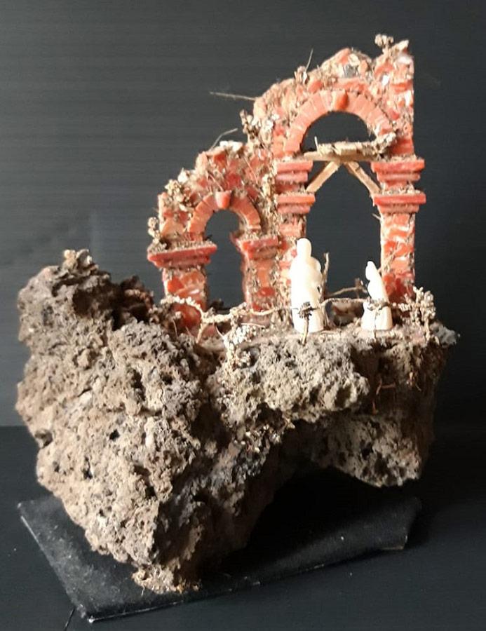 Antonio Marciano, presepe di corallo con pastori di madreperla su pietra lava del Vesuvio. 9x7x6 cm