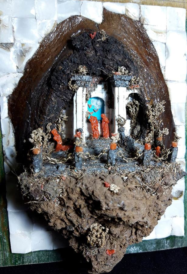 Antonio Marciano, presepe di pietra lava del Vesuvio, madreperla e corallo. 13x10x6 cm