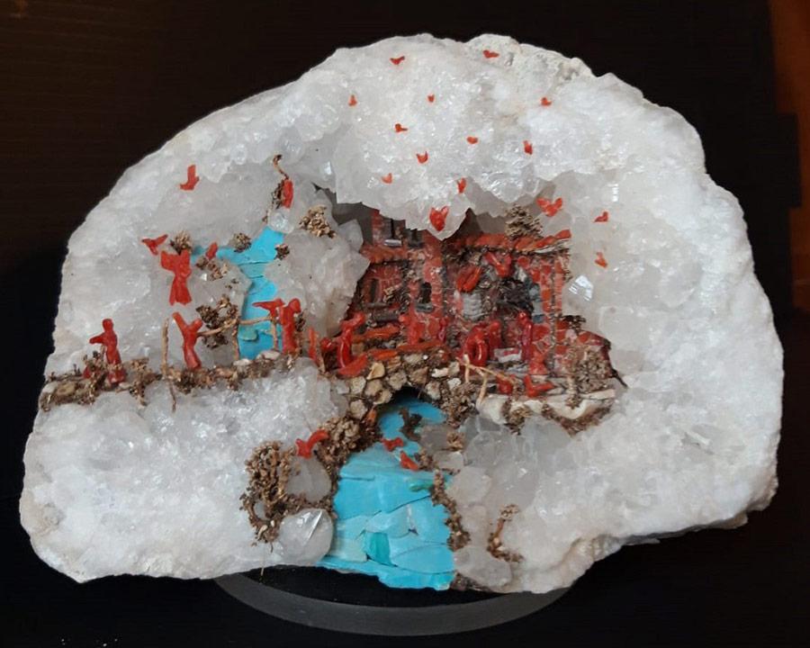 Antonio Marciano, presepe di corallo e turchese in pietra di quarzo bianco. 10x12x8 cm